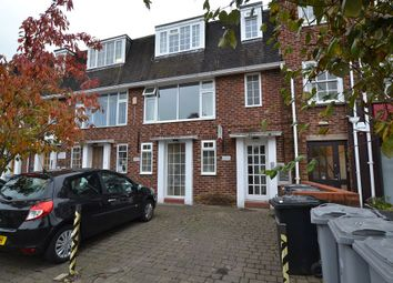 2 bed flat to rent in Parkway, Wilmslow, Cheshire SK9