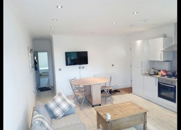 3 bed flat to rent in Wells House Road, North Acton NW10