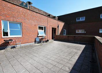 High Street, Crowthorne RG45. 2 bed flat
