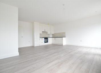 Thumbnail 1 bed flat to rent in Farnburn Avenue, Slough