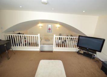 Thumbnail 2 bed flat to rent in Culverden Street, Tunbridge Wells