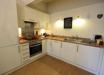 Thumbnail 2 bed flat to rent in Queens Road, Brentwood