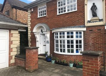 3 bed end terrace house to rent in The Chyne, Gerrards Cross, Buckinghamshire SL9