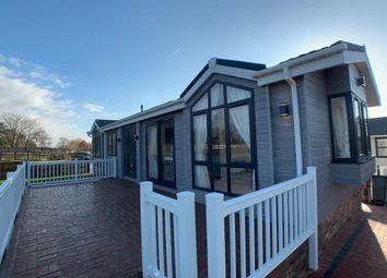 Thumbnail 2 bed mobile/park home for sale in Burnham Rd, Burnham Rd, Battlesbridge, Wickford