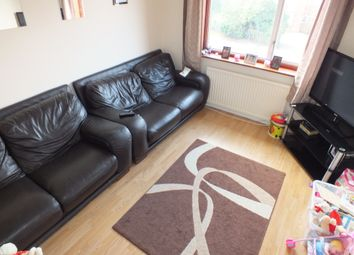 Thumbnail 2 bedroom flat to rent in Kentwood Hill, Tilehurst, Reading