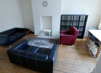 2 bed property to rent in Mayville Place, Hyde Park, Leeds LS6