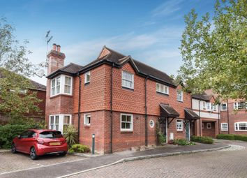 Thumbnail 2 bed flat for sale in Pangbourne Place, Pangbourne, Reading