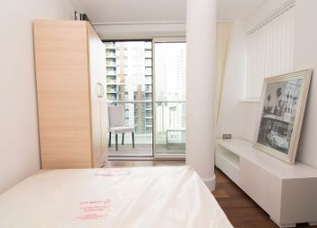 Room to rent in Lincoln Plaza, London E14