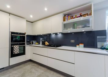 2 bed flat to rent in Queens Road, Kingston, Kingston Upon Thames KT2