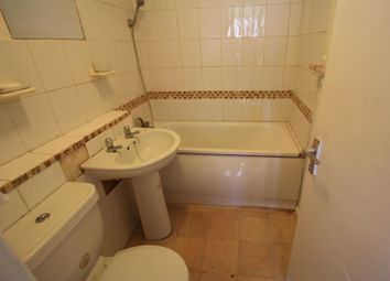 Thumbnail 4 bed flat to rent in Landor Rd, Clapham