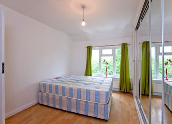 Thumbnail Room to rent in Barfield Avenue, High Barrnt