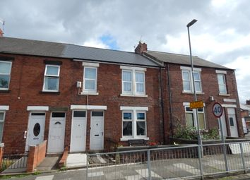 3 bed flat to rent in Stuart Terrace, Gateshead NE10