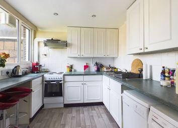 South Holmes Road, Horsham RH13. 3 bed maisonette