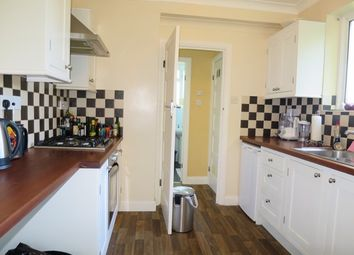 2 bed maisonette to rent in Connell Crescent, London W5