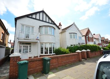 Thumbnail 1 bed flat to rent in Langdale Gardens, Hove