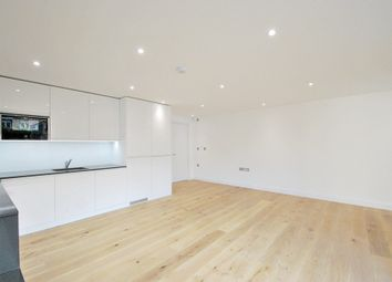 Thumbnail 1 bed flat to rent in Wandsworth Road, London