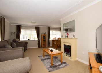 Thumbnail 2 bed mobile/park home for sale in Palm Court, Battlesbridge, Wickford, Essex