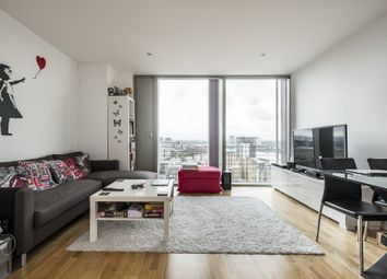 Thumbnail 1 bed flat to rent in The Landmark, Canary Wharf