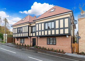 Coppice Row, Theydon Bois, Epping CM16. 3 bed flat