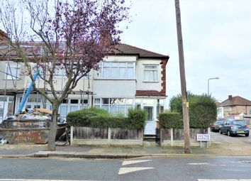 3 bed end terrace house to rent in Whites Avenue, Ilford IG2