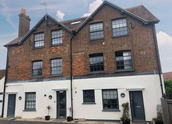 Wellington Street, Thame, Oxfordshire OX9. 2 bed flat