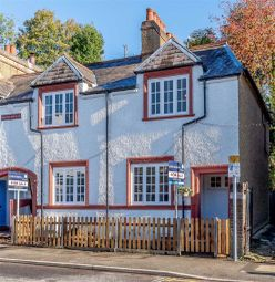 Lower Road, Chorleywood, Rickmansworth WD3. 2 bed cottage for sale