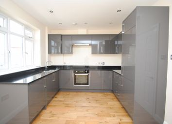 2 bed flat to rent in London Road, Leigh-On-Sea SS9