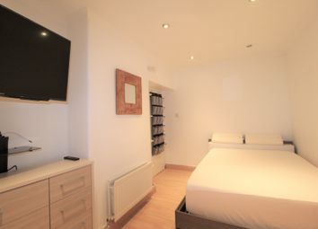 Thumbnail 1 bed flat to rent in Medway House, Hankey Place, Southwark, London