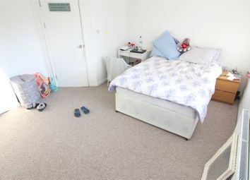 Thumbnail Room to rent in Pattina Walk (House Share), Canada Water, London