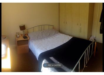 Thumbnail Room to rent in Cromwell Court, London
