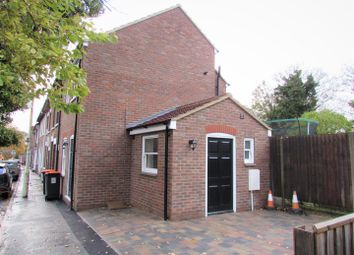 Thumbnail 1 bed end terrace house to rent in Regent Street, Dunstable