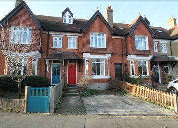 Thumbnail 2 bed flat to rent in Downs Road, Coulsdon
