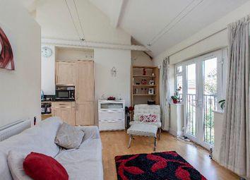 Thumbnail 1 bed flat to rent in Gainsborough Road, Kew, Richmond