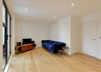 Thumbnail 1 bed flat for sale in Cambridge Crescent, London