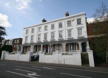 2 bed flat to rent in East Street, Farnham GU9