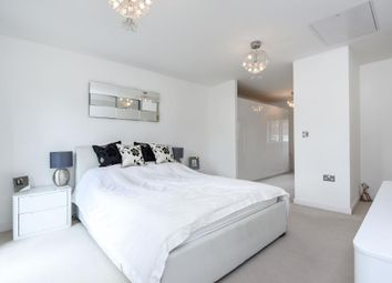 Thumbnail 3 bed town house for sale in Perigee, Reading