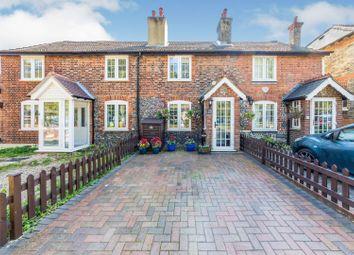 Commonside, Keston BR2. 2 bed terraced house for sale
