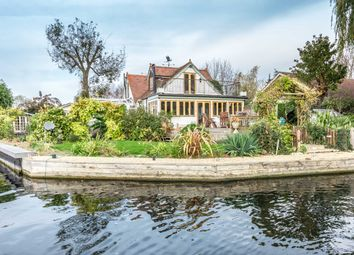 Thumbnail 4 bed property for sale in Pharaohs Island, Shepperton