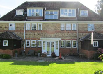 Thumbnail 2 bed flat to rent in Deans Lane, Walton On The Hill, Tadworth, Surrey.