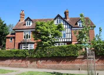 East Hill, Tenterden TN30. 3 bed flat