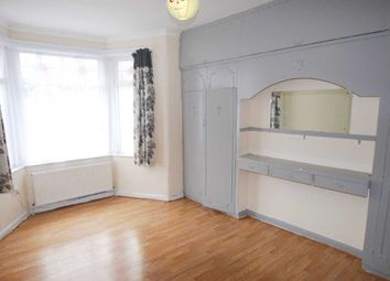 2 bed flat to rent in Lansdowne Road, Seven Kings, Ilford IG3