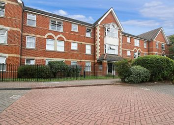 2 bed flat for sale in Cobham Close, Enfield EN1