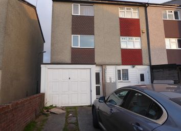 Thumbnail 3 bed town house to rent in Fyfields, Basildon