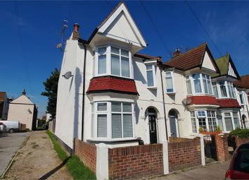 Thumbnail 2 bed flat to rent in Oakleigh Park Drive, Minutes From Broadway, Leigh-On-Sea, Essex