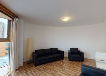 2 bed flat to rent in Lombard Road, London SW11