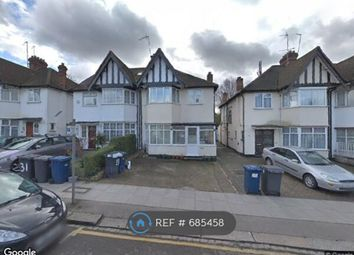 Room to rent in Heathfield Garden, London NW11 9Hy,