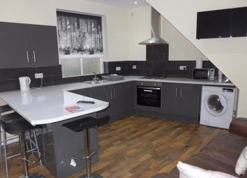 Thumbnail 5 bedroom detached house to rent in Greenhead Road, Huddersfield