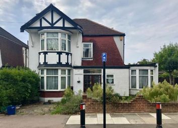 Beattyville Gardens, Ilford IG6. 4 bed detached house