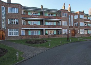 Thumbnail 3 bed flat to rent in Roehampton Close, London