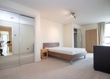 Thumbnail 2 bed flat to rent in Horizon Building, Hertsmere Road, Canary Wharf